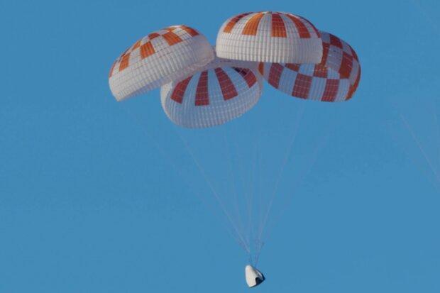 چتر نجات کپسول فضایی 13 بار آزمایش شد