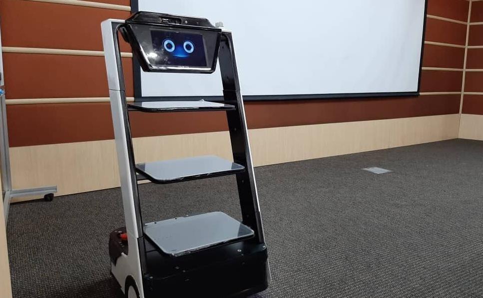 یاری به کادر درمان با کیوان لایف بات، روباتی که همدم بیماران کرونایی می گردد